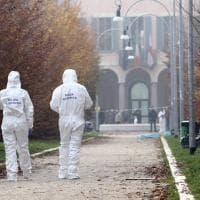Milano, donna uccisa al parco Litta: la polizia sul luogo del delitto