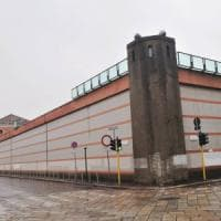 Milano, detenuto picchiato per non testimoniare: arrestato agente penitenziario