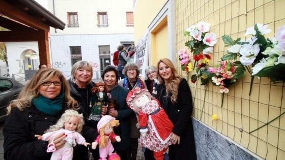 Violenza sulle donne, le panchine rosse e un nuovo muro delle bambole: le iniziative a Milano