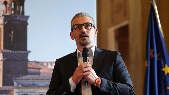 Mantova, favori sessuali in cambio fondi, indagato il sindaco