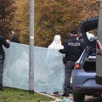 Milano, autopsia sulla donna sgozzata nel parco: potrebbe essere stata uccisa