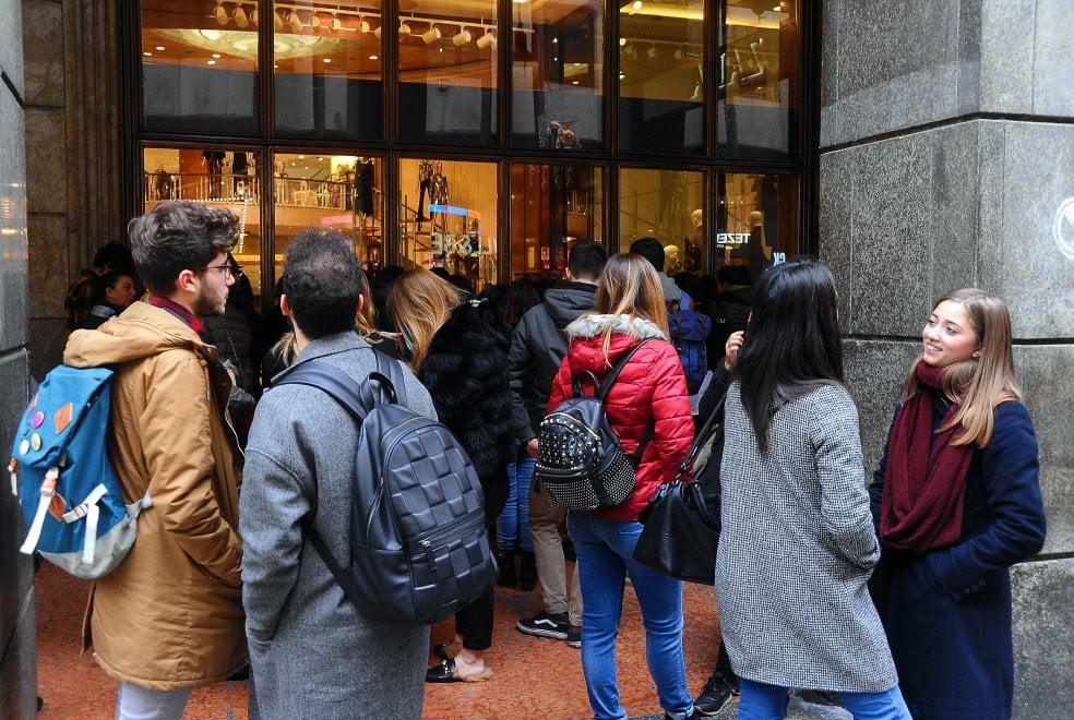 Black friday a milano folla nei negozi per la rinascente for Black friday 2017 milano