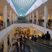 """""""No a negozi e ristoranti aperti a Natale e Capodanno"""", a Orio rivolta nel maxi centro..."""