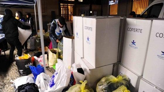 Milano, weekend di solidarietà: servono coperte, vestiti e cibo