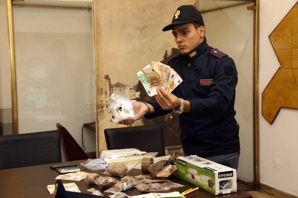 Milano droga nascosta in cucina le dosi di cocaina e il - Cucina nascosta ...