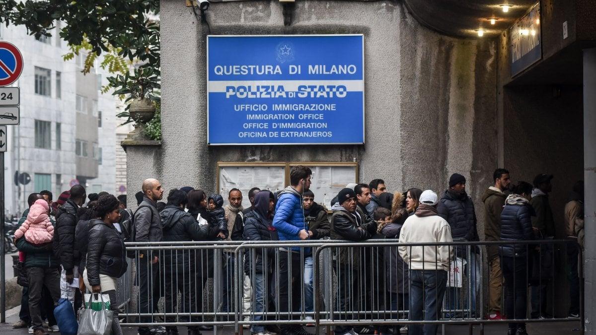 Milano rilasciavano carte di soggiorno false sei for Questura di ferrara ritiro permesso di soggiorno
