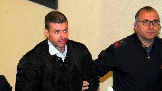 """Milano, ai domiciliari il culturista che ha staccato l'orecchio al tassista. La fidanzata: """"Non è un animale"""""""