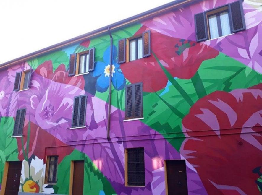 Milano, gli 'Orticanoodles' colorano la periferia: un maximurale per cancellare il grigio