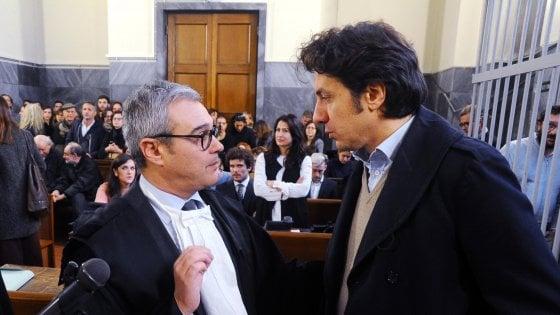"""Dj Fabo, al processo Cappato la madre in lacrime: """"Gli ho detto vai Fabiano, voglio che tu vada"""""""