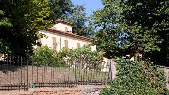 Giardiniere cade da un albero nella villa di Berlusconi: è grave