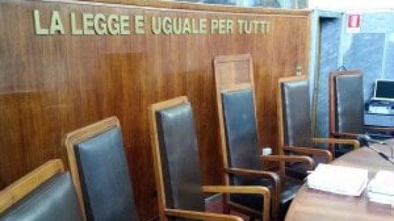 Morto l'uomo accoltellato dalla moglie a Milano: l'accusa per lei si aggrava