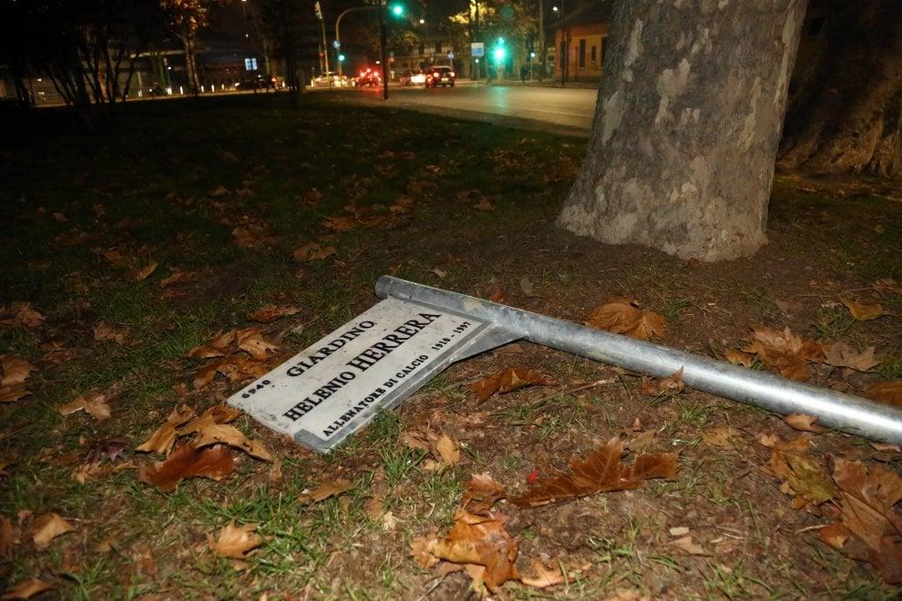 Milano, vandalizzata la targa nei giardini intitolati a Herrera