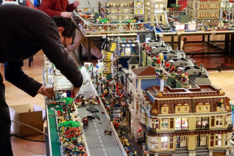 La metropoli ideale costruita con i Lego, 7 milioni di mattoncini: è la più grande al mondo