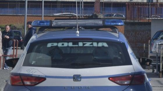Milano, rapina un'anziana vicina di casa e la accoltella al polso: arrestato