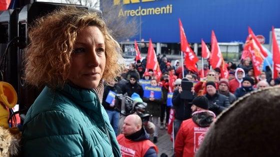 """Mamma licenziata da Ikea, il caso in Parlamento. Il ministro Poletti: """"Dalle aziende anche sensibilità e responsabilità sociale"""""""