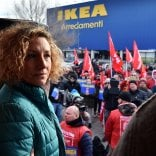 """Mamma licenziata da Ikea  il caso in Parlamento  Poletti: """"Le aziende  siano anche sensibili"""""""