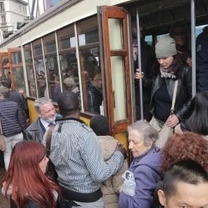 Mezzi pubblici, sconti per anziani e disoccupati a Milano: ecco il piano delle tariffe ridotte