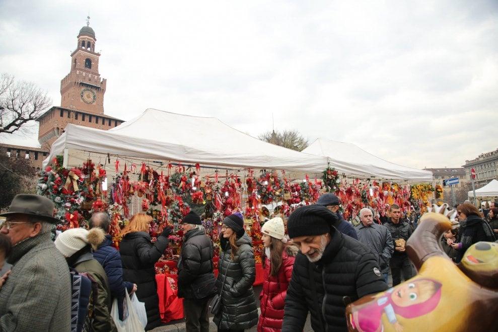 Milano, decori natalizi e grande folla: agli Oh Bej! Oh Bej! è buona la prima