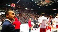 M5s, Di Maio al Forum per tifare Olimpia Milano (che però perde)