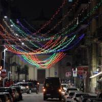 Le luminarie di Porta Venezia, a Milano il Natale è arcobaleno