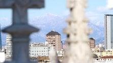 Sole e vento freddo dal tetto del Duomo    la supervista sui monti