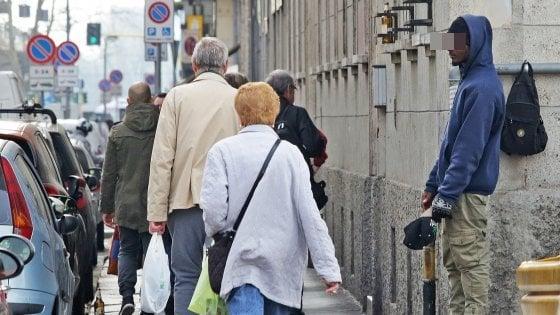 Milano, l'indagine sui mendicanti con il cappellino da baseball arriva in procura