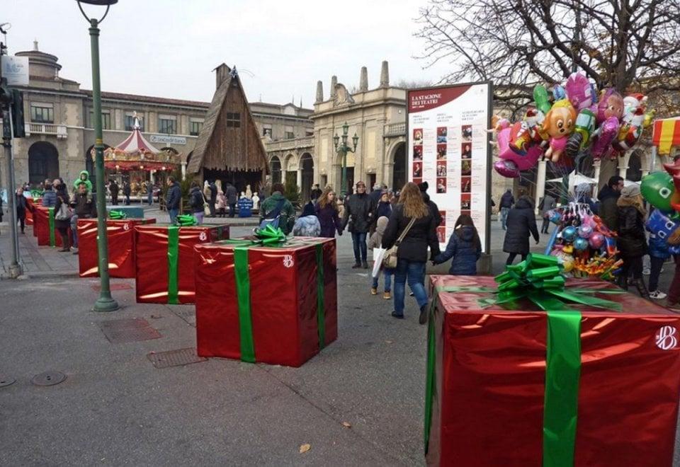 Terrorismo, a Bergamo i blocchi anticamion 'travestiti' da pacchi di Natale