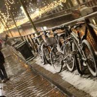 Milano, arriva la prima neve: cartoline dalla città imbiancata