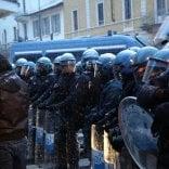 Tensione e scontri tra militanti  di Forza Nuova e antagonisti   · foto
