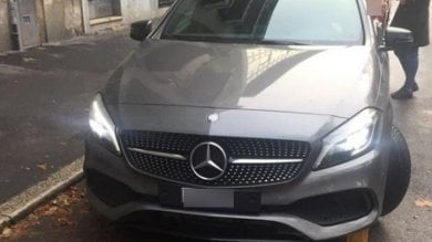 "Mercedes targata Monaco nel posto  disabili: ""Tanto la multa non mi arriva"""