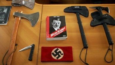 Sigilli alla sede dei neonazisti di Do.ra: sequestrati coltelli e oggetti di propaganda