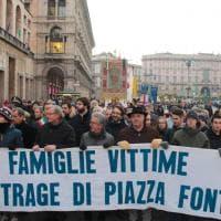 Milano, strage di piazza Fontana: il corteo di commemorazione delle vittime