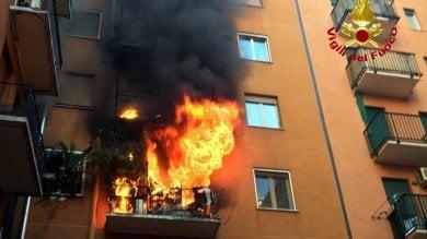 Foto  Incendio in uno stabile di via Fiuggi  le fiamme divorano un appartamento