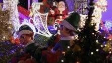 Luci di Natale, show esagerato in giardino  con mezzo milione di led