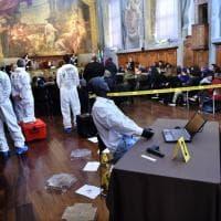 Arma del delitto, nastro giallo e marcatori numerati: la scena del crimine è al museo della scienza