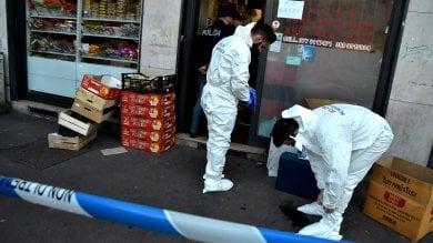 Donna accoltellata a morte  in un minimarket asiatico   foto