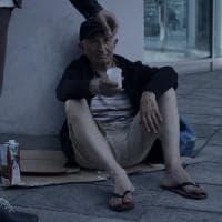 Milano, don Rigoldi debutta come attore nei panni di un clochard