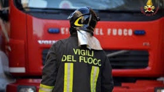 Incendio nella notte in un condominio a Milano: 20 evacuati nessun ferito