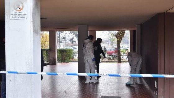 Milano, gambizzato per un debito di droga nell'androne del palazzo: fermato 40enne