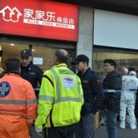 Milano, uccisa a coltellate nel minimarket cinese: arrestato il dipendente.