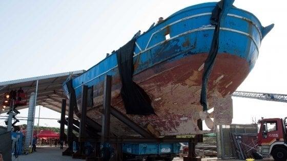 Milano, arriverà il barcone dei migranti e sarà un museo dei diritti