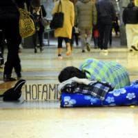 Como, a Natale il sindaco multa i mendicanti. Le associazioni: