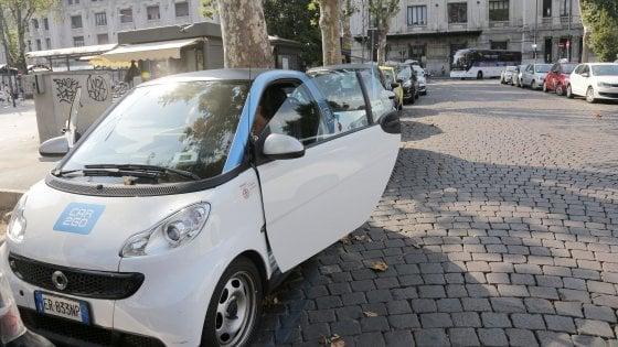 """Car2go, blackout globale delle auto in condivisione. Utenti infuriati, l'azienda: """"Rimborseremo"""""""