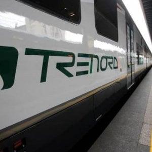 Trenord, insulta uno straniero che non vuole pagare il biglietto: capotreno licenziato