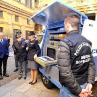 Milano, poliziotti stile CSI: ecco il laboratorio mobile della scientifica