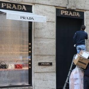 Furto da oltre 100mila euro nel negozio di Prada in via della Spiga