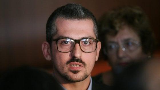 Mantova, procura chiede archiviazione per il sindaco indagato per favori sessuali. La donna alterò i messaggi whatsapp