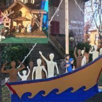 Arcore, la battaglia del presepe: capanna tradizionale vs barcone dei migranti
