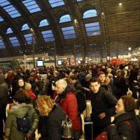 Assalto alla stazione Centrale: treni pieni per le vacanze di Natale