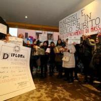 Scuola, il pasticcio delle graduatorie: la protesta dei maestri a Milano, rischiano in...